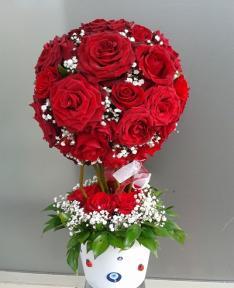 kırmızı güllerden hazırlamış gültopu