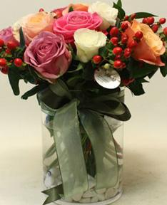 Şeffaf Vazoda Renkli Güller
